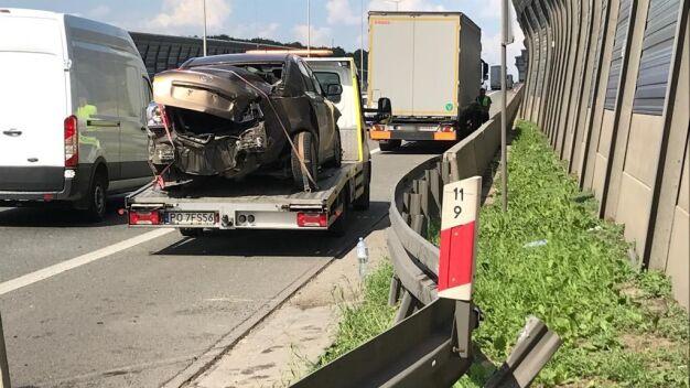 Na S8 ciężarówka zderzyła się z autem osobowym
