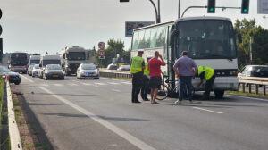 Utrudnienia na wlocie do Warszawy. Autobus potrącił rowerzystę