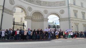 Solidarni z pielęgniarkami z CZD. Protest przed ministerstwem