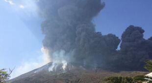 Erupcja na Stromboli (PAP/EPA/GIANCARMINE TOLLIS/Manfredi Musumeci)