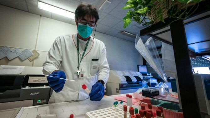 Wirusolog: każdy pacjent powinien być traktowany jako potencjalnie zakaźny